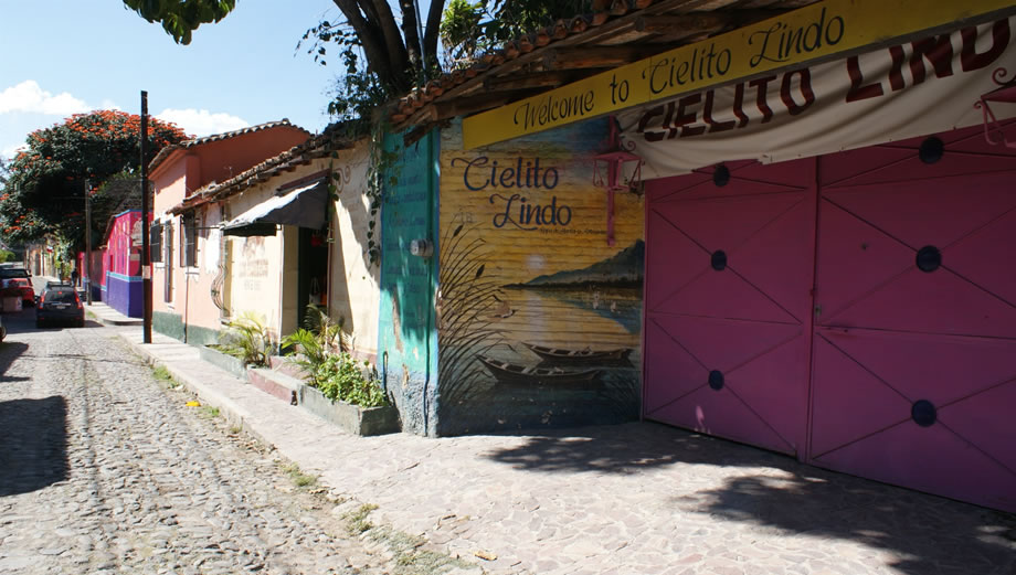 AJIJIC, ONE OF THE LARGEST EXPAT COMMUNITIES IN MEXICO ...